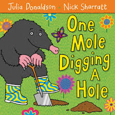 One Mole Digging a Hole. Story Club English Cadiz